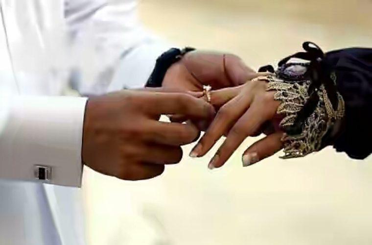 Мужчина и женщина держатся за руки картинки в исламе