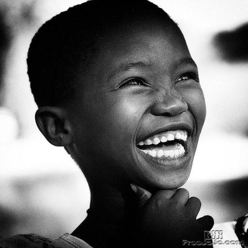 Огромная черная улыбка более