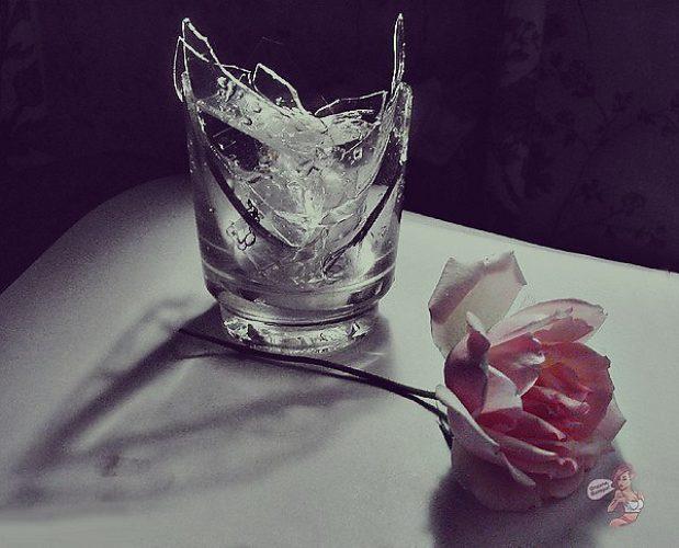 Разбитый стакан фото