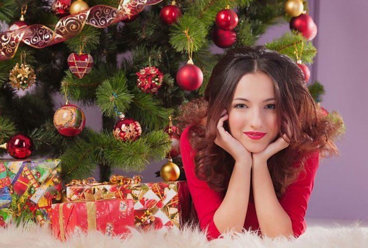 Картинки елка девушка подарки