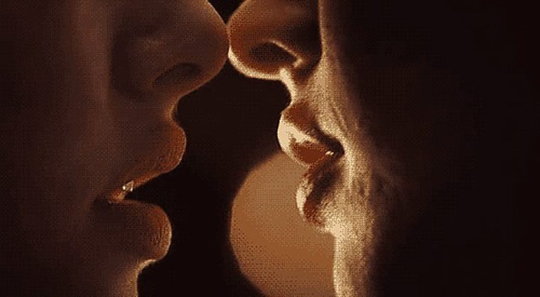 Поцелуй картинки для мужчины гиф