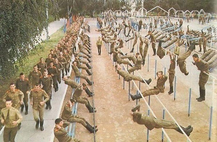 Смотреть фото армейские на зарядке в ссср