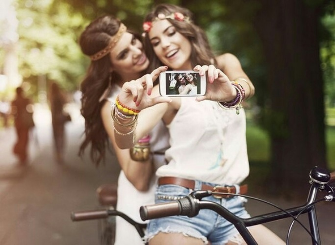 друг друга фото девушки фотографируют