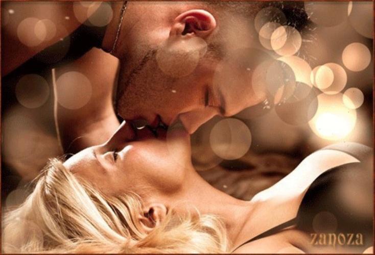 Открытка с поцелуем девушки и парня