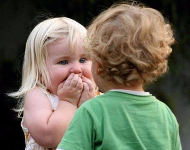 Смешные фото дети целуются