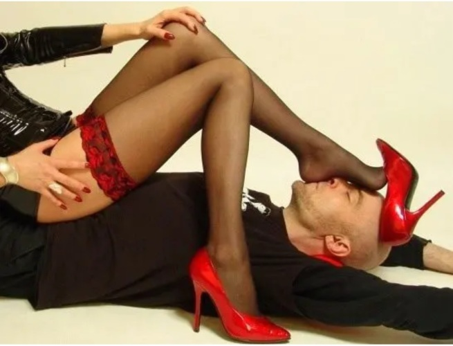 скачать видео поклонение женским ногам