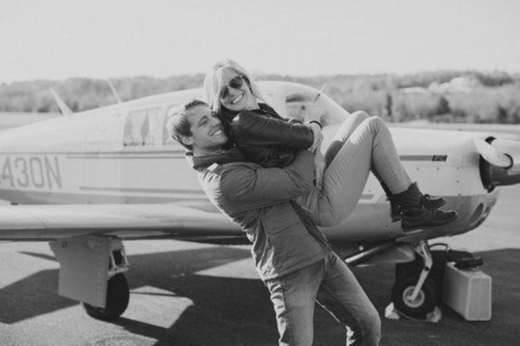 парень и девушка в самолете посвящения