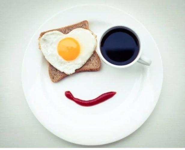 Улыбнулся бутербродик мне с утра И яичница хихикнула уныло... - Юмор -  2436484 - Tabor.ru