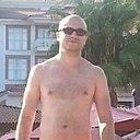 Азрет, 32 года